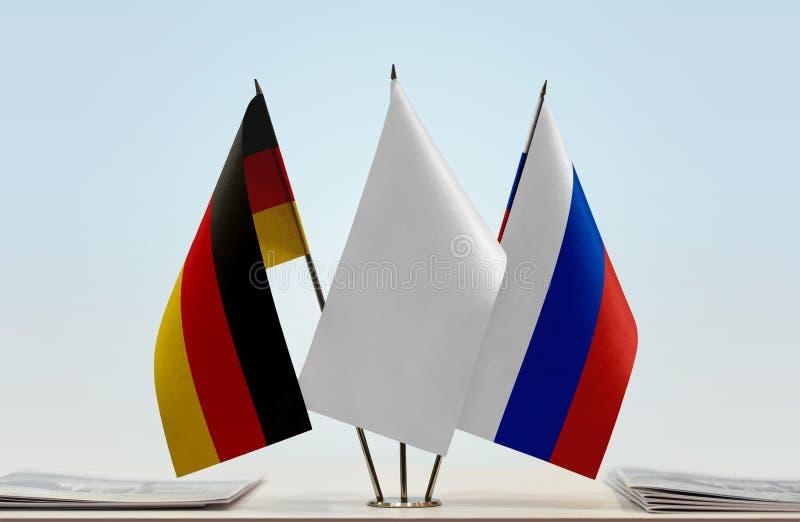 Σημαίες της Γερμανίας και της Ρωσίας στοκ φωτογραφίες με δικαίωμα ελεύθερης χρήσης