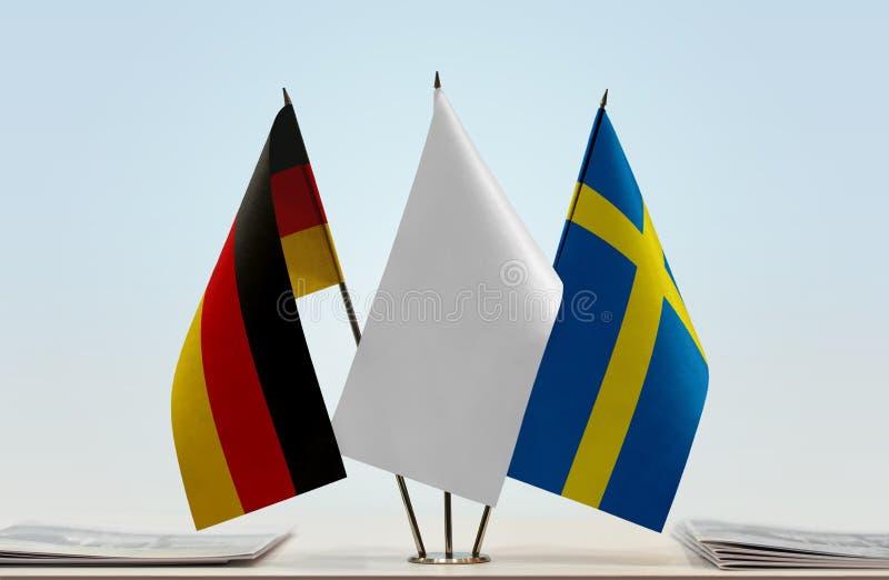 Σημαίες της Γερμανίας και της Σουηδίας στοκ φωτογραφίες