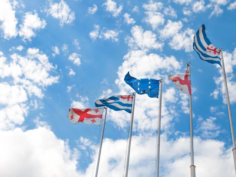 Σημαίες της Γεωργίας, Adjara και της Ευρωπαϊκής Ένωσης στο μπλε ουρανό στοκ φωτογραφία με δικαίωμα ελεύθερης χρήσης