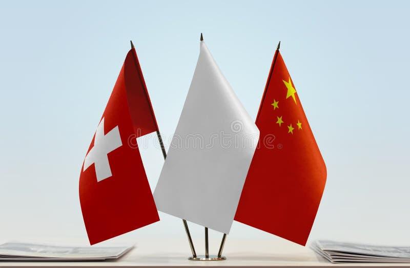 Σημαίες της Ελβετίας και της Κίνας στοκ φωτογραφία με δικαίωμα ελεύθερης χρήσης