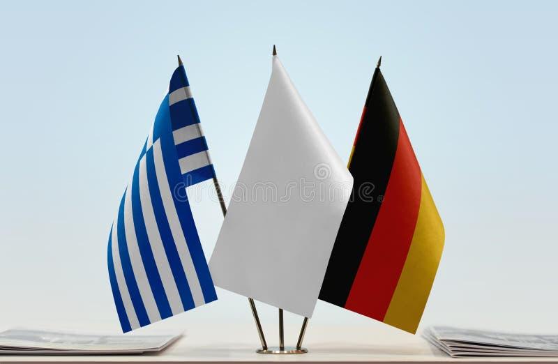 Σημαίες της Ελλάδας και της Γερμανίας στοκ εικόνα με δικαίωμα ελεύθερης χρήσης
