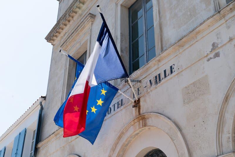 Σημαίες της Ευρωπαϊκής Ένωσης στο δημαρχείο στοκ φωτογραφία