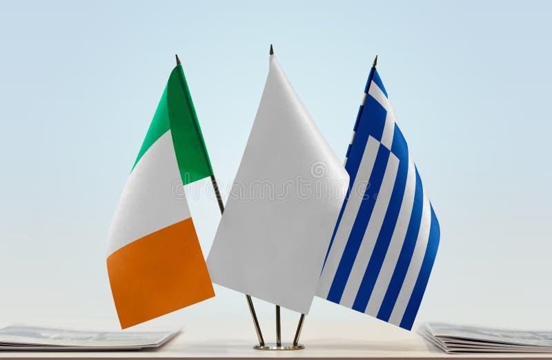 Σημαίες της Ιρλανδίας και της Ελλάδας στοκ εικόνα με δικαίωμα ελεύθερης χρήσης