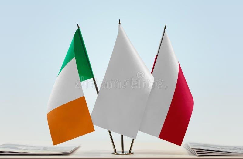 Σημαίες της Ιρλανδίας και της Πολωνίας στοκ φωτογραφία