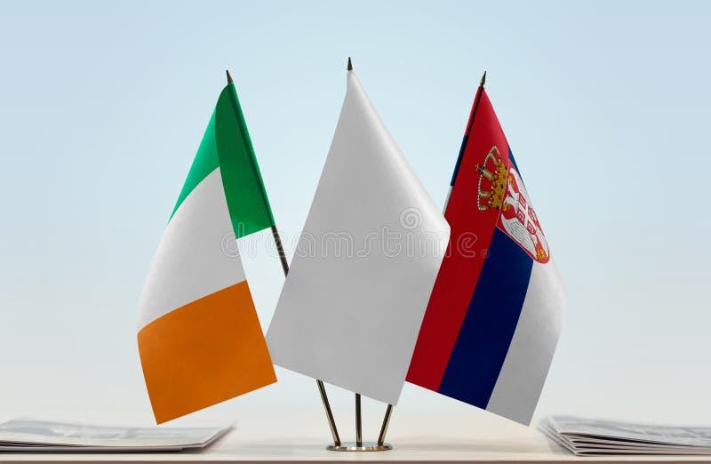 Σημαίες της Ιρλανδίας και της Σερβίας στοκ φωτογραφίες με δικαίωμα ελεύθερης χρήσης