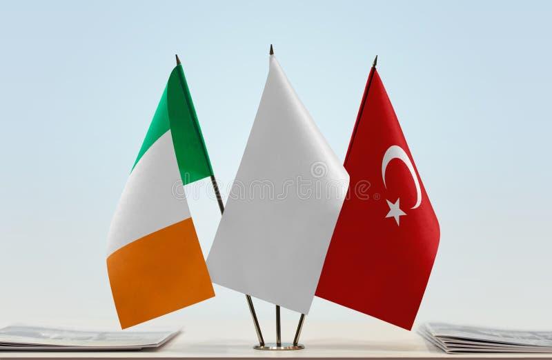 Σημαίες της Ιρλανδίας και της Τουρκίας στοκ φωτογραφίες