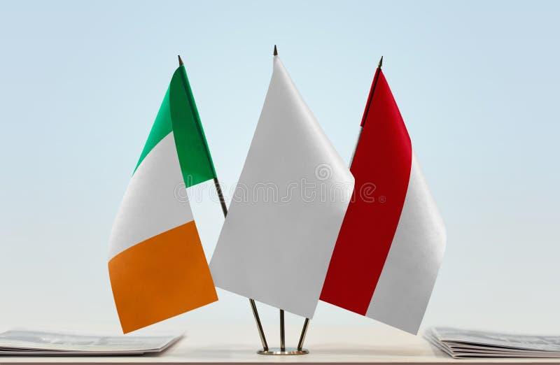 Σημαίες της Ιρλανδίας και του Μονακό στοκ εικόνες