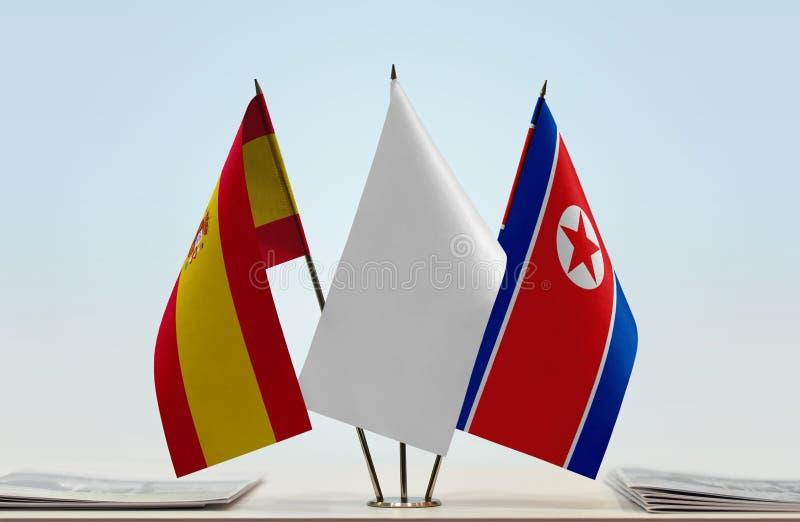 Σημαίες της Ισπανίας και της Βόρεια Κορέας στοκ φωτογραφία με δικαίωμα ελεύθερης χρήσης