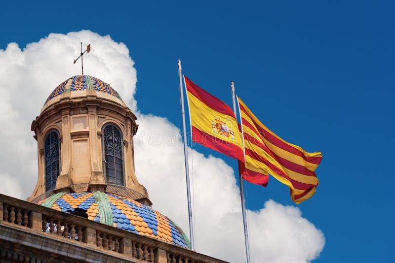 Σημαίες της Ισπανίας και της Καταλωνίας από κοινού στοκ φωτογραφίες