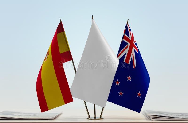 Σημαίες της Ισπανίας και της Νέας Ζηλανδίας στοκ φωτογραφίες