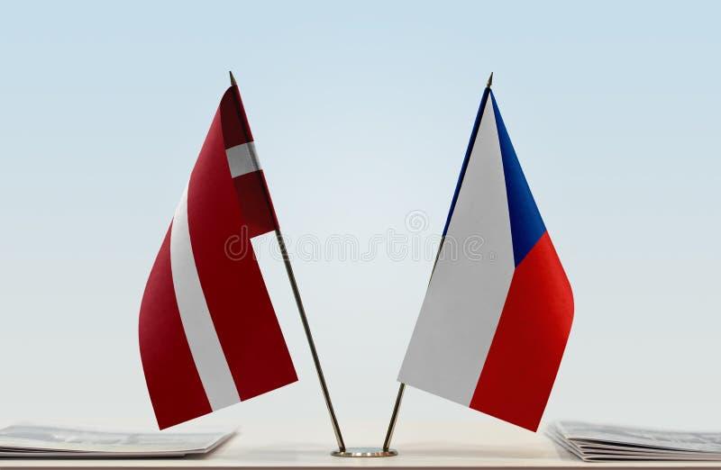Σημαίες της Λετονίας και της Δημοκρατίας της Τσεχίας στοκ φωτογραφίες