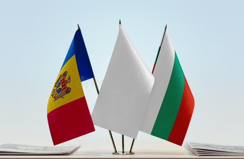 Σημαίες της Μολδαβίας και της Βουλγαρίας στοκ εικόνες με δικαίωμα ελεύθερης χρήσης