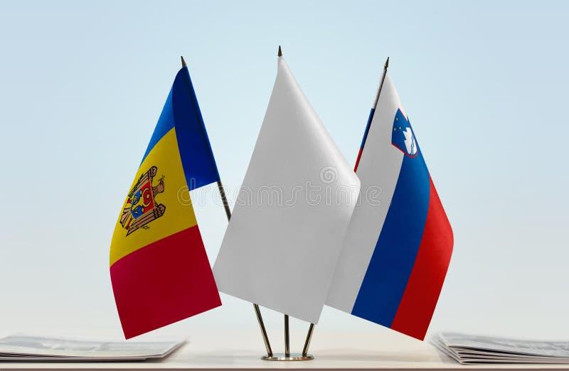 Σημαίες της Μολδαβίας και της Σλοβενίας στοκ φωτογραφία με δικαίωμα ελεύθερης χρήσης