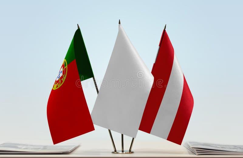 Σημαίες της Πορτογαλίας και της Αυστρίας στοκ εικόνες με δικαίωμα ελεύθερης χρήσης
