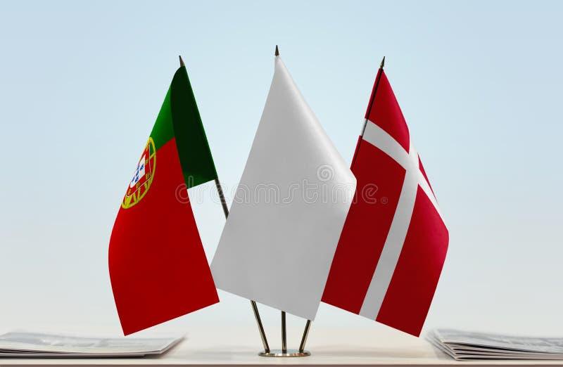 Σημαίες της Πορτογαλίας και της Δανίας στοκ φωτογραφία