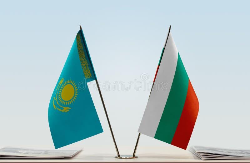Σημαίες του Καζακστάν και της Βουλγαρίας στοκ φωτογραφία με δικαίωμα ελεύθερης χρήσης
