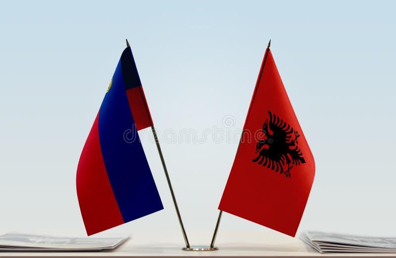 Σημαίες του Λιχτενστάιν και της Αλβανίας στοκ φωτογραφία με δικαίωμα ελεύθερης χρήσης