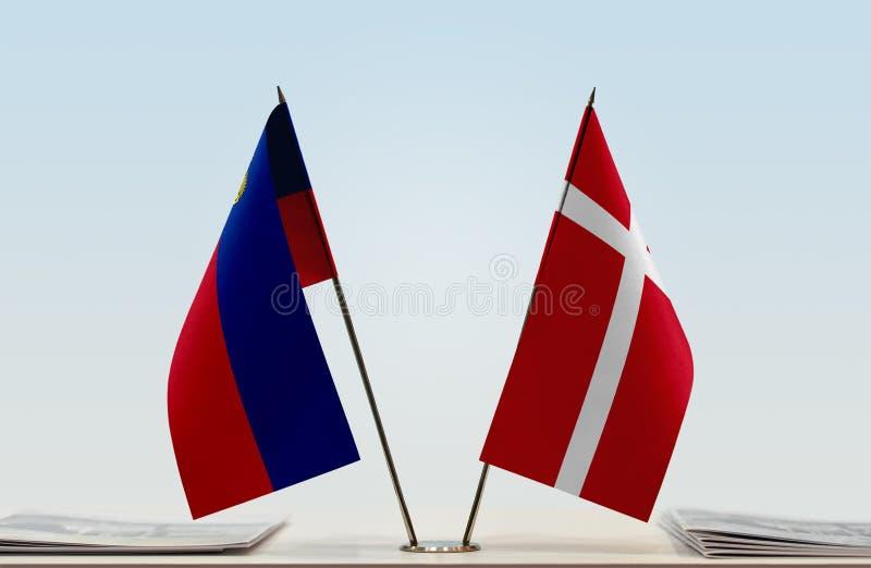 Σημαίες του Λιχτενστάιν και της Δανίας στοκ φωτογραφία
