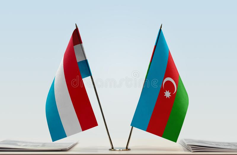 Σημαίες του Λουξεμβούργου και του Αζερμπαϊτζάν στοκ φωτογραφία