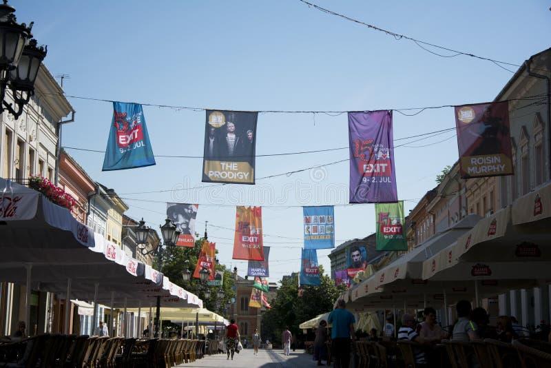 Σημαίες του φεστιβάλ 2015 ΕΞΟΔΩΝ στο κέντρο πόλεων του Νόβι Σαντ στοκ φωτογραφίες με δικαίωμα ελεύθερης χρήσης