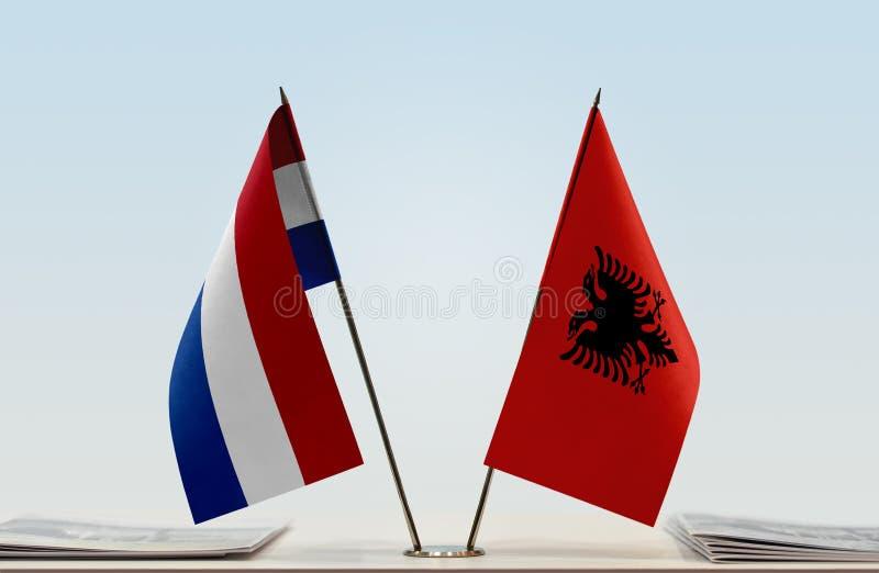 Σημαίες των Κάτω Χωρών και της Αλβανίας στοκ εικόνες
