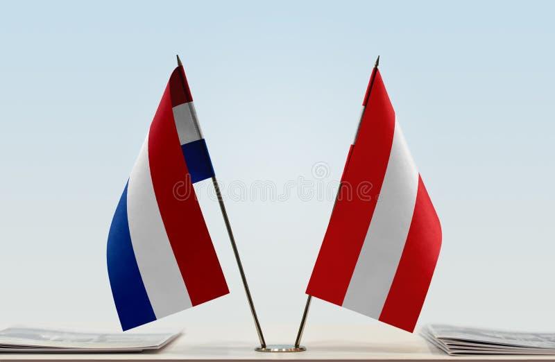 Σημαίες των Κάτω Χωρών και της Αυστρίας στοκ εικόνα με δικαίωμα ελεύθερης χρήσης