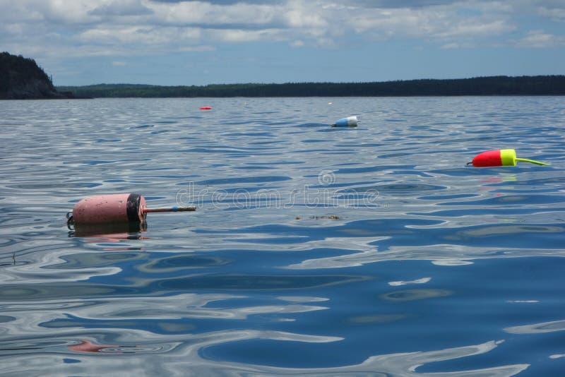 Σημαντήρας αστακών κοντά στην ακτή στο κράτος του Μαίην στοκ εικόνες