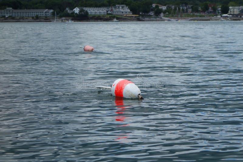 Σημαντήρας αστακών κοντά στην ακτή στο κράτος του Μαίην στοκ εικόνες με δικαίωμα ελεύθερης χρήσης
