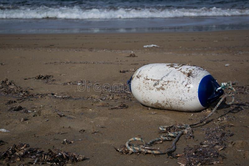 Σημαντήρας στην άμμο σε μια παραλία Ibiza στοκ φωτογραφίες
