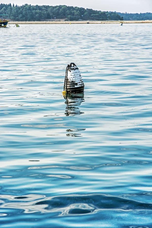 Σημαντήρας στο νερό, αδριατική θάλασσα στοκ εικόνα με δικαίωμα ελεύθερης χρήσης