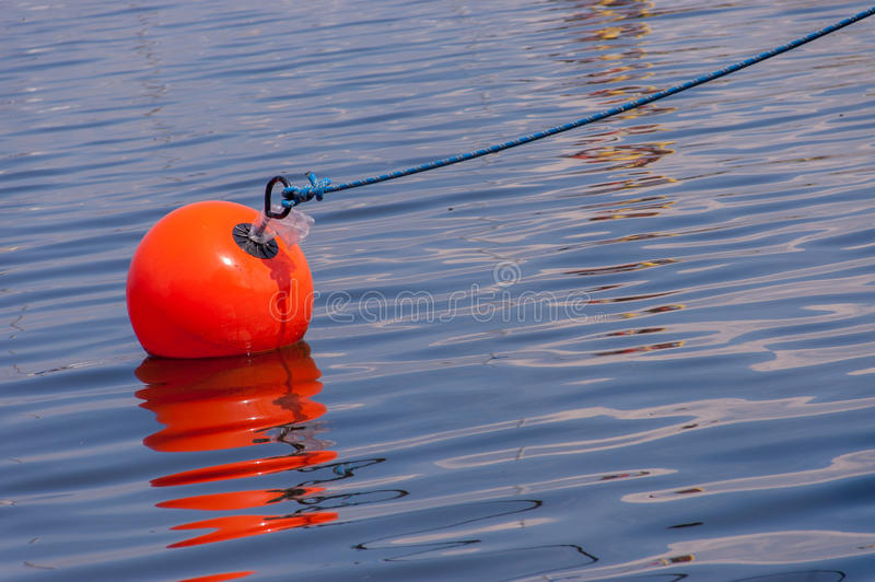Σημαντήρας στο νερό στοκ φωτογραφίες με δικαίωμα ελεύθερης χρήσης