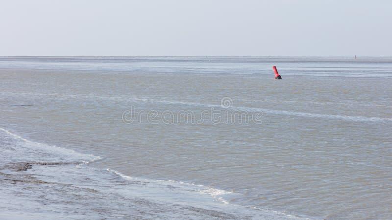 Σημαντήρας στο νερό - Waddensea στις Κάτω Χώρες στοκ φωτογραφία με δικαίωμα ελεύθερης χρήσης