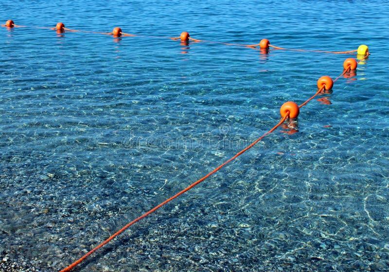 Σημαντήρες που επιπλέουν στο θαλάσσιο νερό στοκ φωτογραφία με δικαίωμα ελεύθερης χρήσης