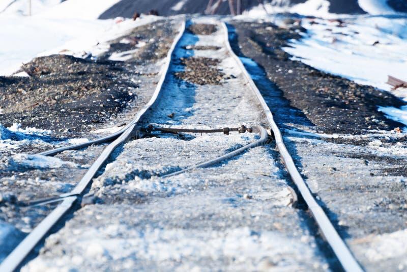 Σημεία σιδηροδρόμων, παραμόρφωση της διαδρομής, που στηρίζεται permafrost στοκ εικόνες με δικαίωμα ελεύθερης χρήσης