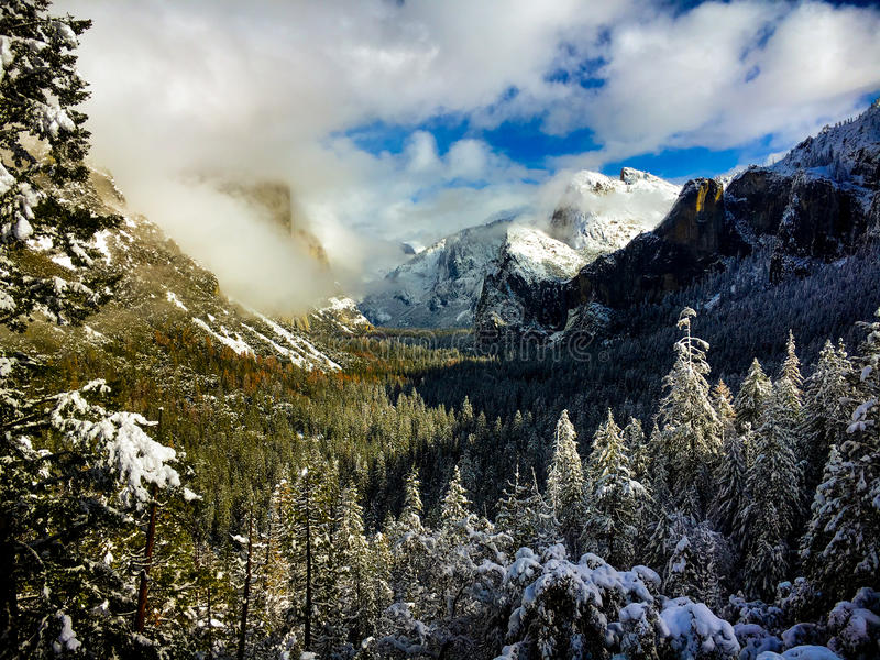 Σημείο έμπνευσης στην κοιλάδα Yosemite στοκ φωτογραφία με δικαίωμα ελεύθερης χρήσης