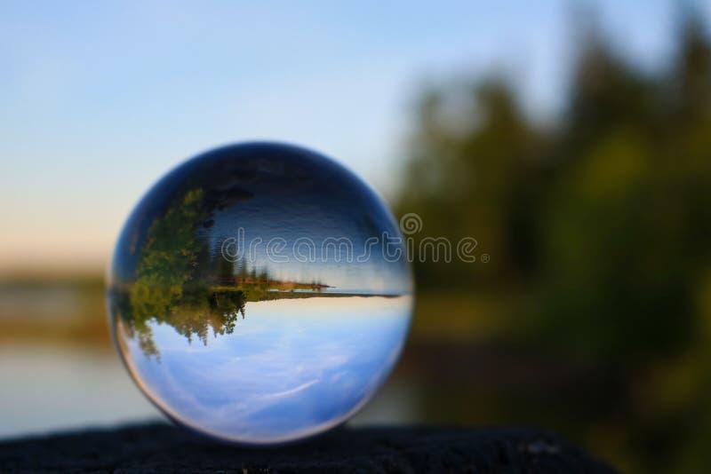 Σημείο διακοπών που απεικονίζει σε μια σφαίρα κρυστάλλου στοκ φωτογραφία με δικαίωμα ελεύθερης χρήσης