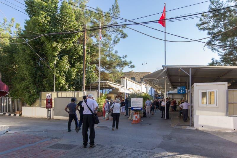 Σημείο ελέγχου στη χωρισμένη Κύπρο κύρια Λευκωσία στοκ εικόνα με δικαίωμα ελεύθερης χρήσης