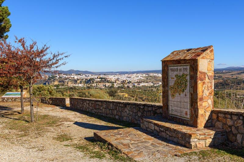 Σημείο επίσκεψης με την πανοραμική άποψη σχετικά με την πόλη στοκ εικόνες