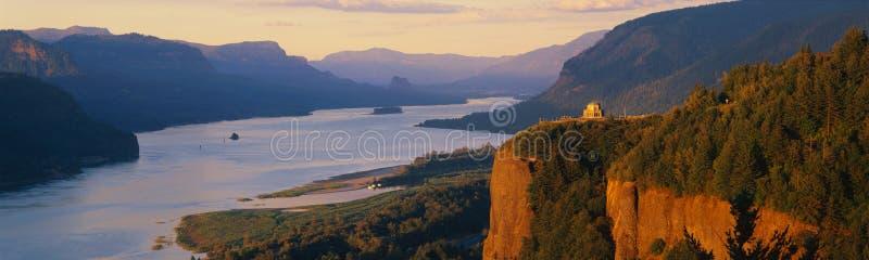 Σημείο κορωνών που αγνοεί τον ποταμό της Κολούμπια, Η στοκ φωτογραφία με δικαίωμα ελεύθερης χρήσης
