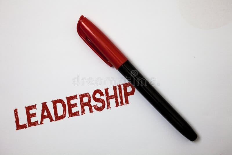 Σημείωση γραψίματος που παρουσιάζει ηγεσία Ανάμειξη δραστηριότητας δυνατότητας επίδειξης επιχειρησιακών φωτογραφιών που οδηγεί μι στοκ εικόνες