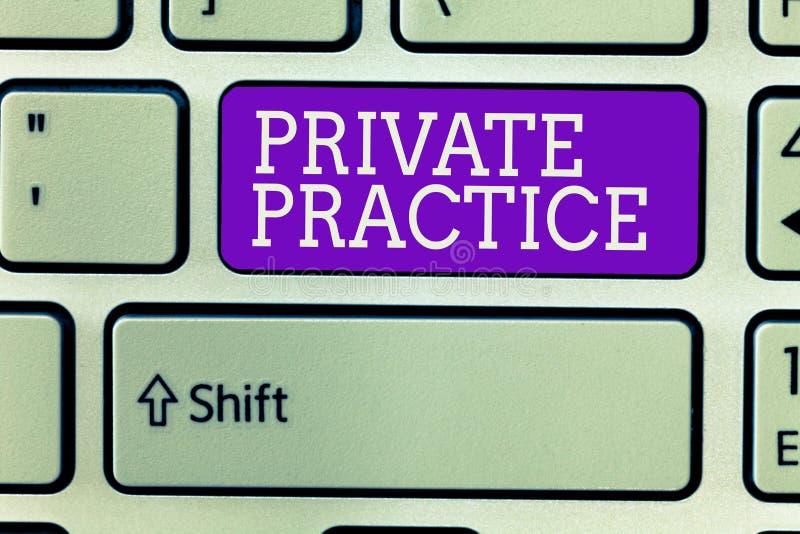 Σημείωση γραψίματος που παρουσιάζει ιατρείο Εργασία επίδειξης επιχειρησιακών φωτογραφιών του επαγγελματικού επαγγελματία όπως ο γ στοκ φωτογραφίες με δικαίωμα ελεύθερης χρήσης