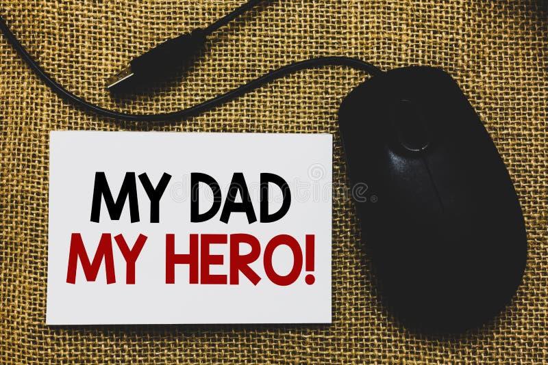 Σημείωση γραψίματος που παρουσιάζει στον μπαμπά μου ήρωα μου Θαυμασμός επίδειξης επιχειρησιακών φωτογραφιών για τη φιλοφρόνηση Tr στοκ φωτογραφίες