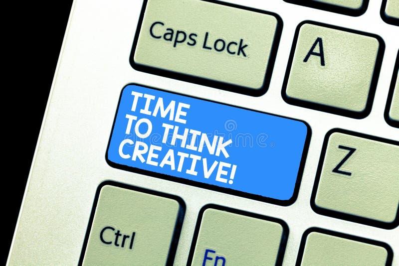 Σημείωση γραψίματος που παρουσιάζει χρόνο να σκεφτεί δημιουργικός Αρχικές ιδέες δημιουργικότητας επίδειξης επιχειρησιακών φωτογρα στοκ εικόνες
