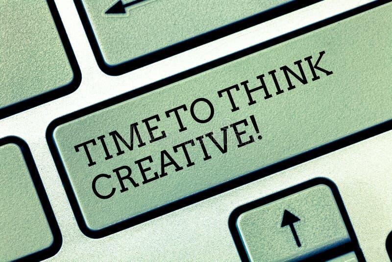 Σημείωση γραψίματος που παρουσιάζει χρόνο να σκεφτεί δημιουργικός Αρχικές ιδέες δημιουργικότητας επίδειξης επιχειρησιακών φωτογρα στοκ φωτογραφία με δικαίωμα ελεύθερης χρήσης