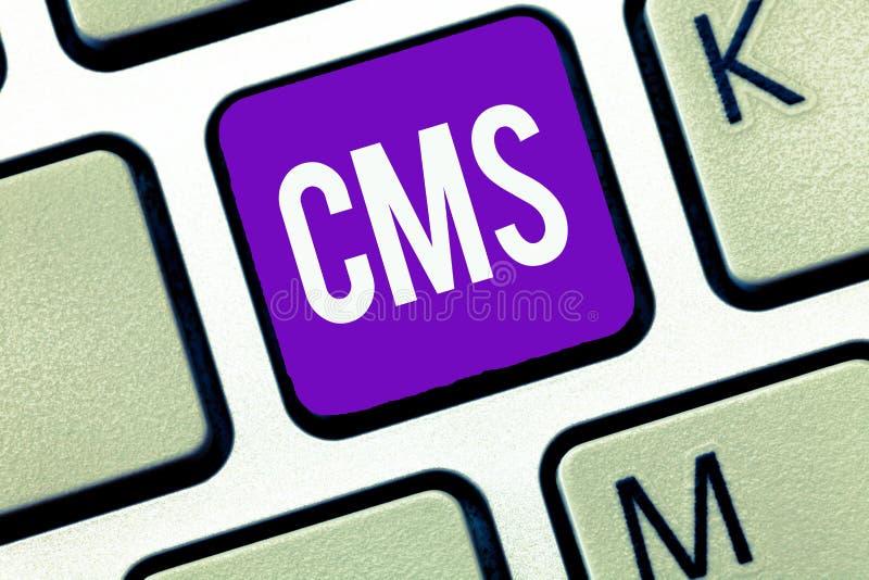 Σημείωση γραψίματος που παρουσιάζει Cms Η επίδειξη επιχειρησιακών φωτογραφιών διαχειρίζεται τη δημιουργία και τη μεταρρύθμιση του στοκ εικόνες με δικαίωμα ελεύθερης χρήσης