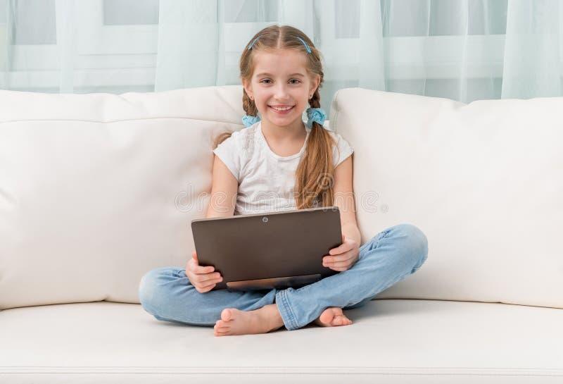 Σημειωματάριο εκμετάλλευσης μικρών κοριτσιών στοκ εικόνες