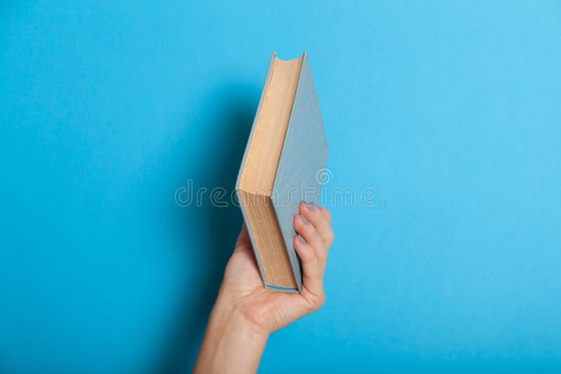 Σημειωματάριο ημερολογίων λαβής γυναικών Λογοτεχνία σχολικού εγγράφου στοκ εικόνες