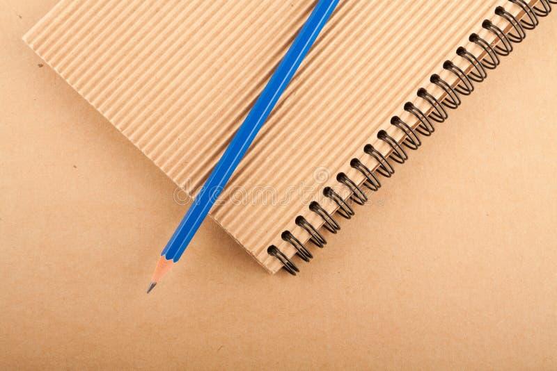 Σημειωματάριο και μολύβι στοκ φωτογραφία με δικαίωμα ελεύθερης χρήσης