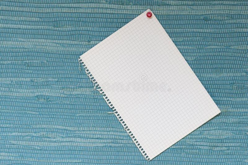 Σημειωματάριο μπροστά από το μπλε υφαμένο ύφασμα στοκ φωτογραφίες με δικαίωμα ελεύθερης χρήσης