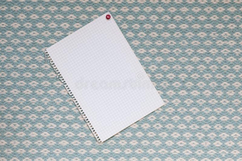 Σημειωματάριο μπροστά από το μπλε υφαμένο ύφασμα στοκ φωτογραφίες